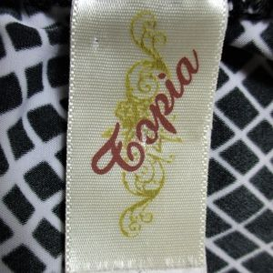 Topia Tops - TOPIA womens Large CINCH BUCKLE stretch top B6)E1